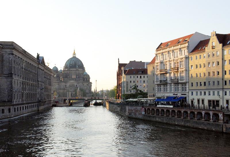 第一次柏林之旅以河上遊艇做總結。