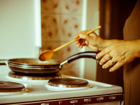 cooking-in-kitchen