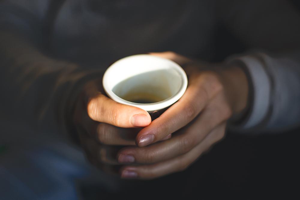 foodiesfeed.com_girld-holding-a-coffee-espresso